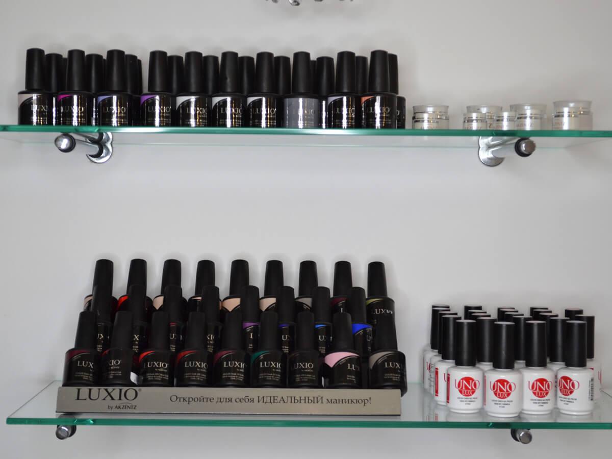 Материал для наращивания ногтей в студии Марус